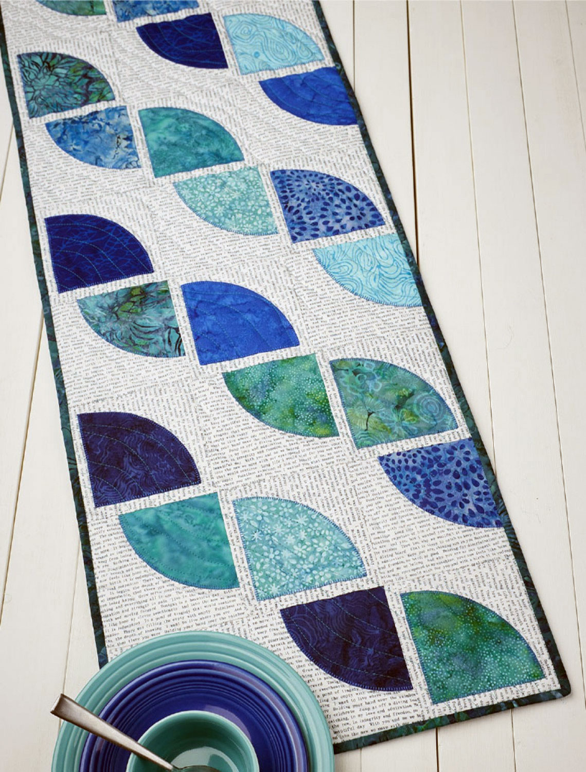 Drunkards-path-table-runner-sewing-pattern-Cut-Loose-Press-1